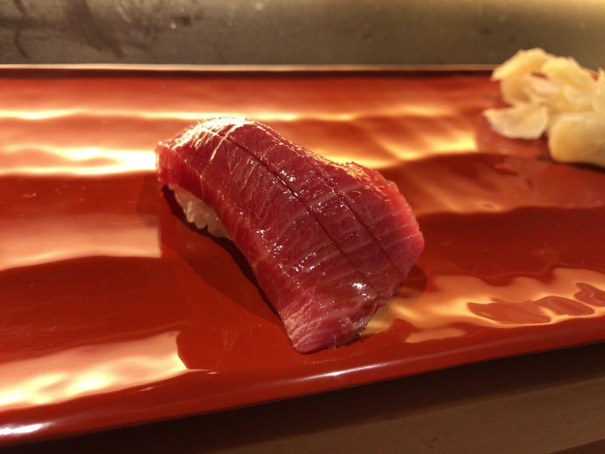 母親の誕生日に、お寿司連れてきた。 喜んでおる(´-`)♪ 健康にいいから一人で沢山食べに来なさいと…