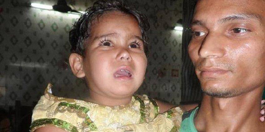 Dr. Tobias Vogt sieht in #Kalkutta viele junge Patienten mit angeborenem Herzfehler, so wie dieses kleine Mädchen: https://t.co/zr2dO3ds9b https://t.co/mvFdhRhrVM