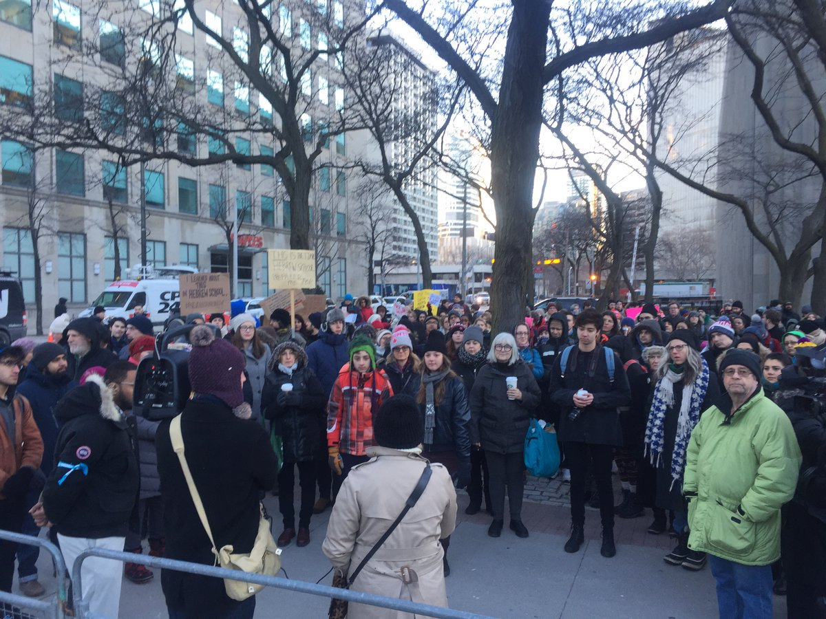 Trump #NoMuslimBanTO protest closes U.S. consulate in Toronto https://t.co/SwZ4EeXmMc https://t.co/Gdk7SAuMzf