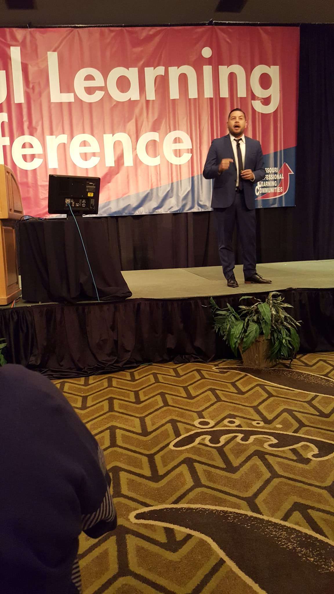#moplc17 Luis Cruz shares in the need for literacy Why from family to entire nation hit a home run Writing to reading, consistency! https://t.co/9ooGgLj2fq