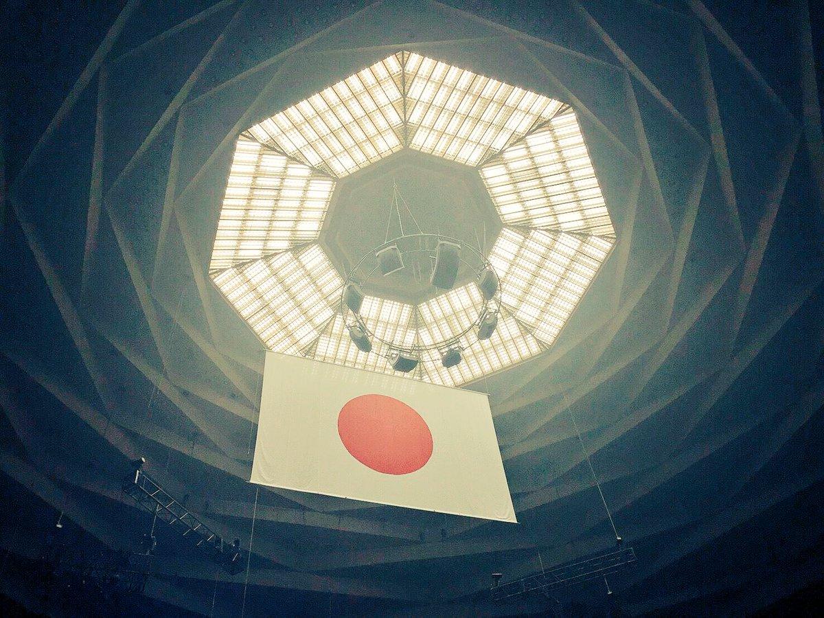 武道館のステージに仰向けで寝っ転がった時、初めての景色が見えた。天井がどこまでも高くて、でも一瞬手が…