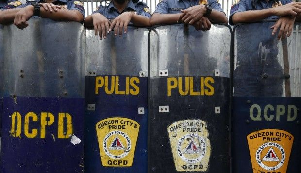 Philippine police suspend anti-drug operations, declare war on rogue cops