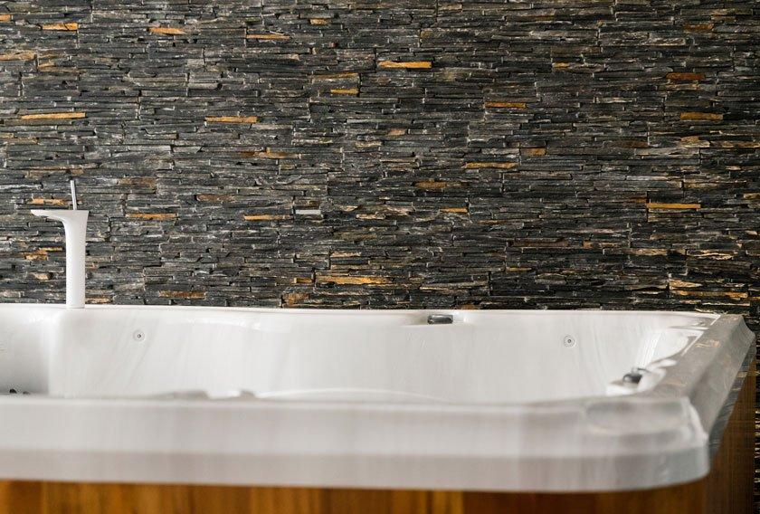 Salle de bains on for Salle de bain pierre naturelle