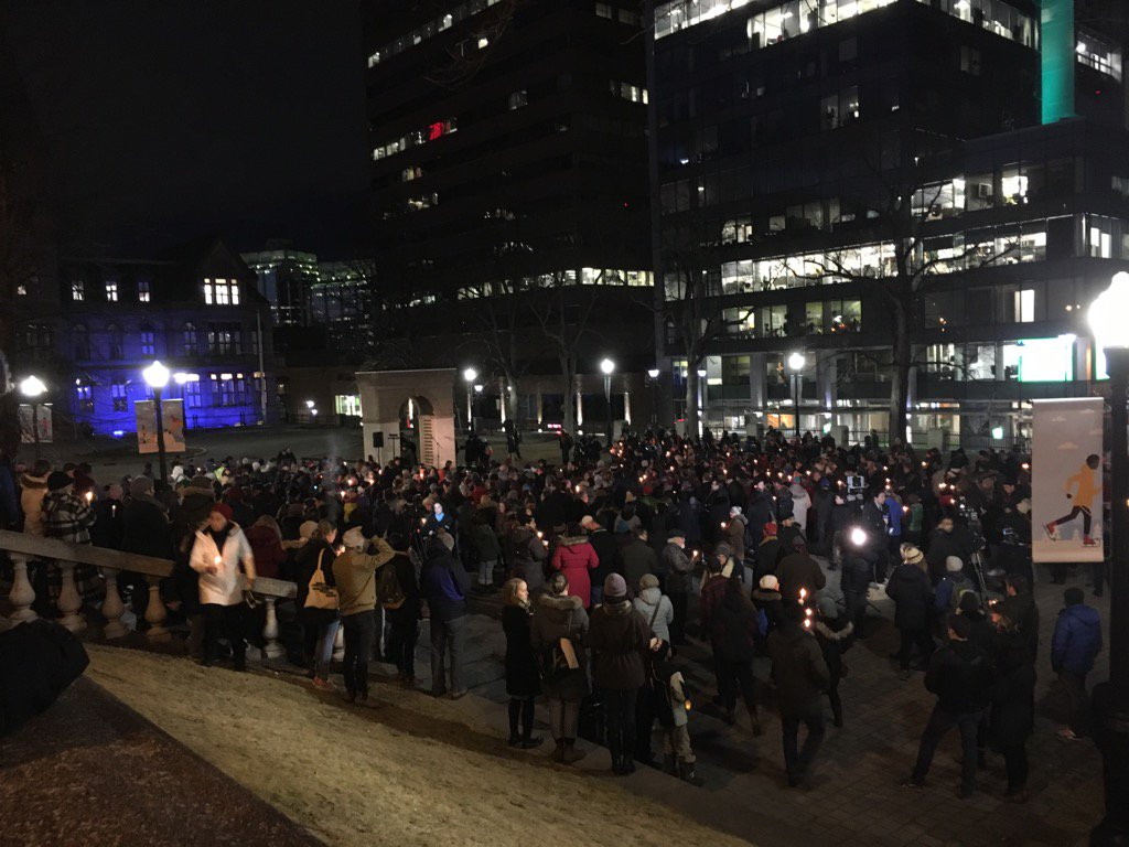 Hundreds of people have shown up at Halifax's Grand Parade for the vigil for Quebec mosque victims https://t.co/Au4RUkPUAn