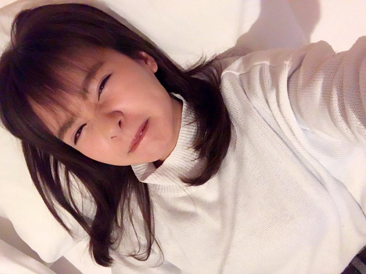 すっごく早起きしてメイクも終わりました(´-`) 今日も1日がんばろうの顔😋笑