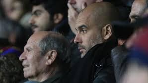descubren a Pep Guardiola en la grada del estadio del Bradford   ¿que o a quien estará ojeando? https://t.co/BTLtUCiB8m