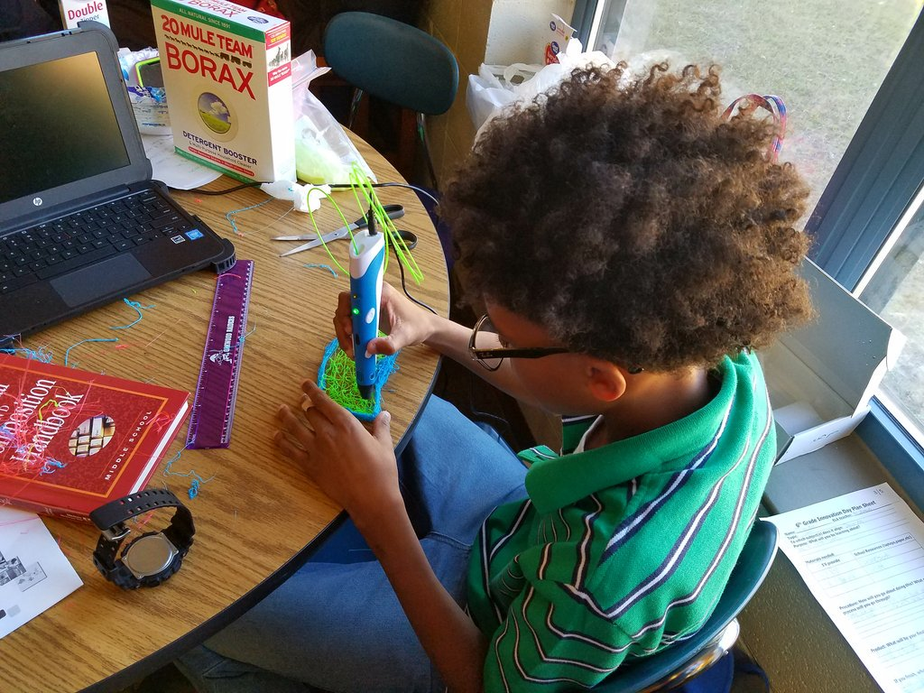 Student using a #3Dprinter pen to create his Innovation Day project. @RockQuarryMS #RQinnovates https://t.co/RrRvoR4FNV