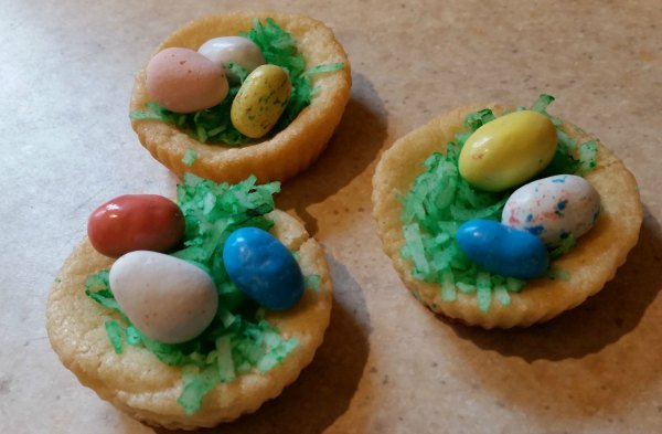 Make these basket cookies with the kiddos. Easy and delicious