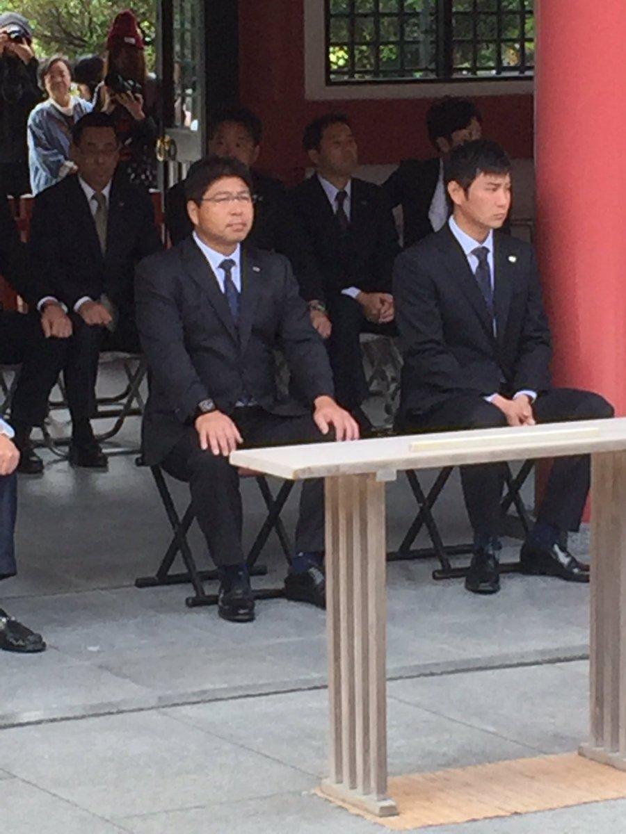 さあ、だんだん引き締まってきました。只今より波上宮参拝です。 監督、選手会長、よろしくお願いします。…