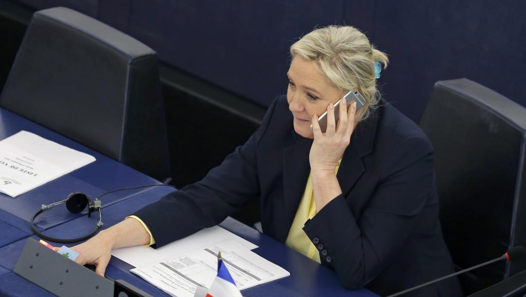 Union européenne: Marine Le Pen doit rembourser 296 497,87 euros avant minuit https://t.co/jSP7fNRb94