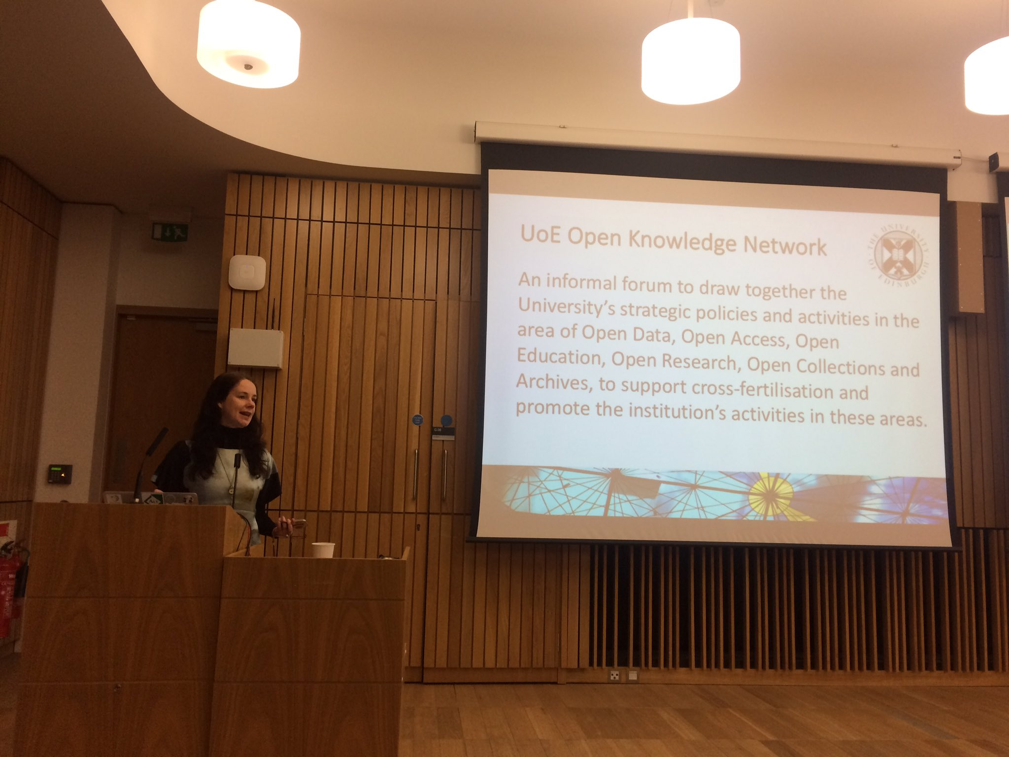 .@LornaMCampbell opens the first Open Knowledge Network event #UoEOKN https://t.co/q4hpWS2sIR