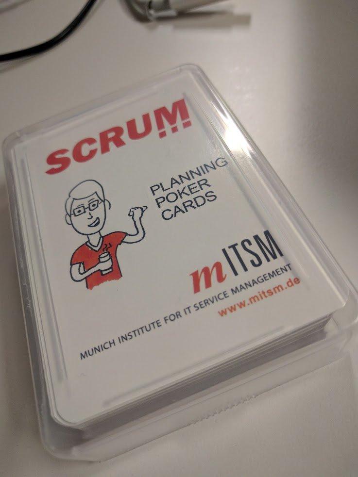 Unser @AndyKraeuter hat übrigens immer einen Satz Pokerkarten auf seinem Tisch liegen #planningpoker #scrum https://t.co/LYRJNtozBQ