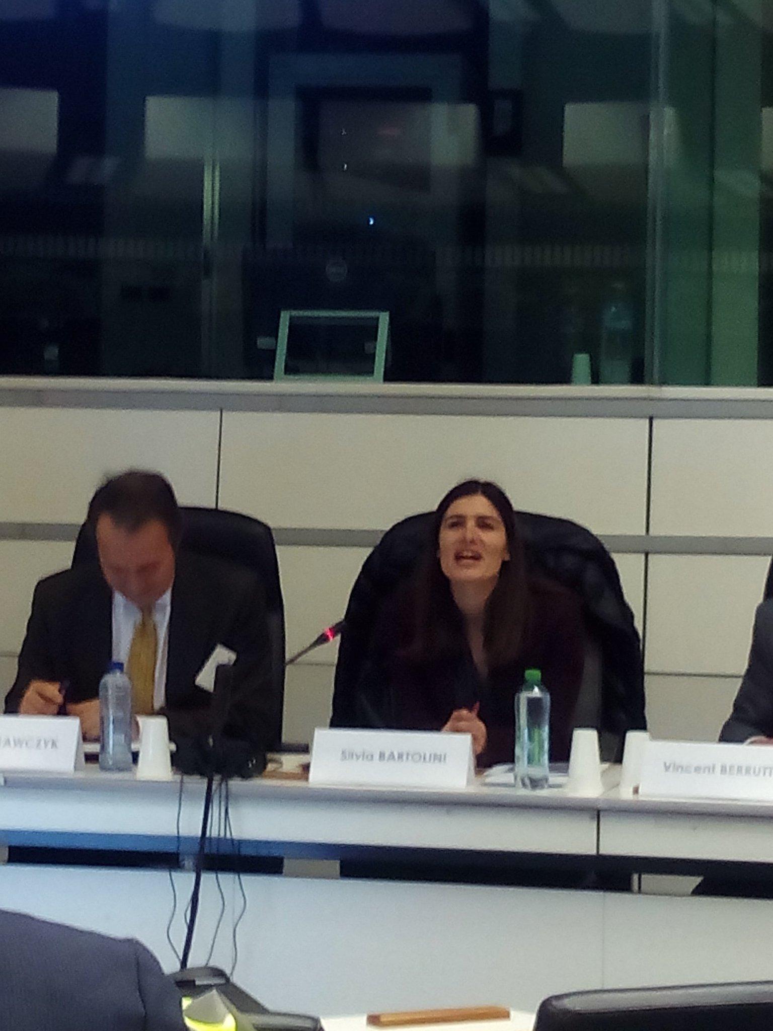Por cada euro q se invierte en eficiencia energética se recibe un retorno de entre 20 y 30€. Silvia Bartolini. @camarazaragoza  en #STEEEP https://t.co/nf5DJjMj8u