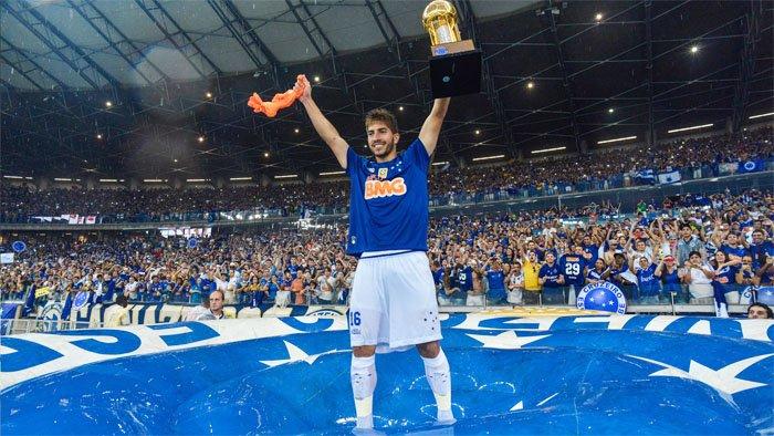 O bom filho a casa torna: Lucas Silva está de volta ao Cruzeiro.  https://t.co/mktR0vpT2m