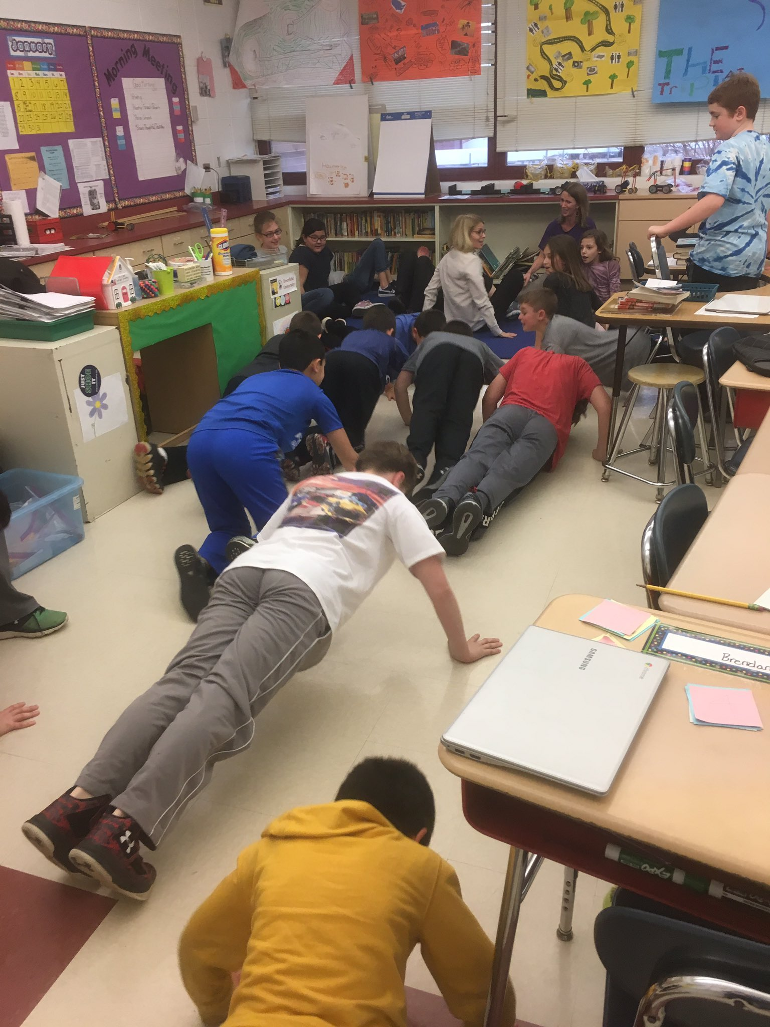 Indoor recess got you down? How about some exercise? Go 5th graders! #sp109 #engage109 WTG @KeidanFaith @Kkramer52 https://t.co/Vn8HcUNlII