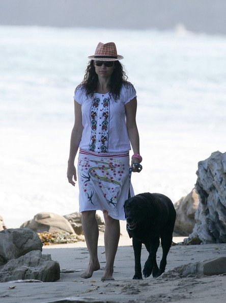 Happy birthday to dog loving singer/songwriter and terrific actor Minnie Driver!