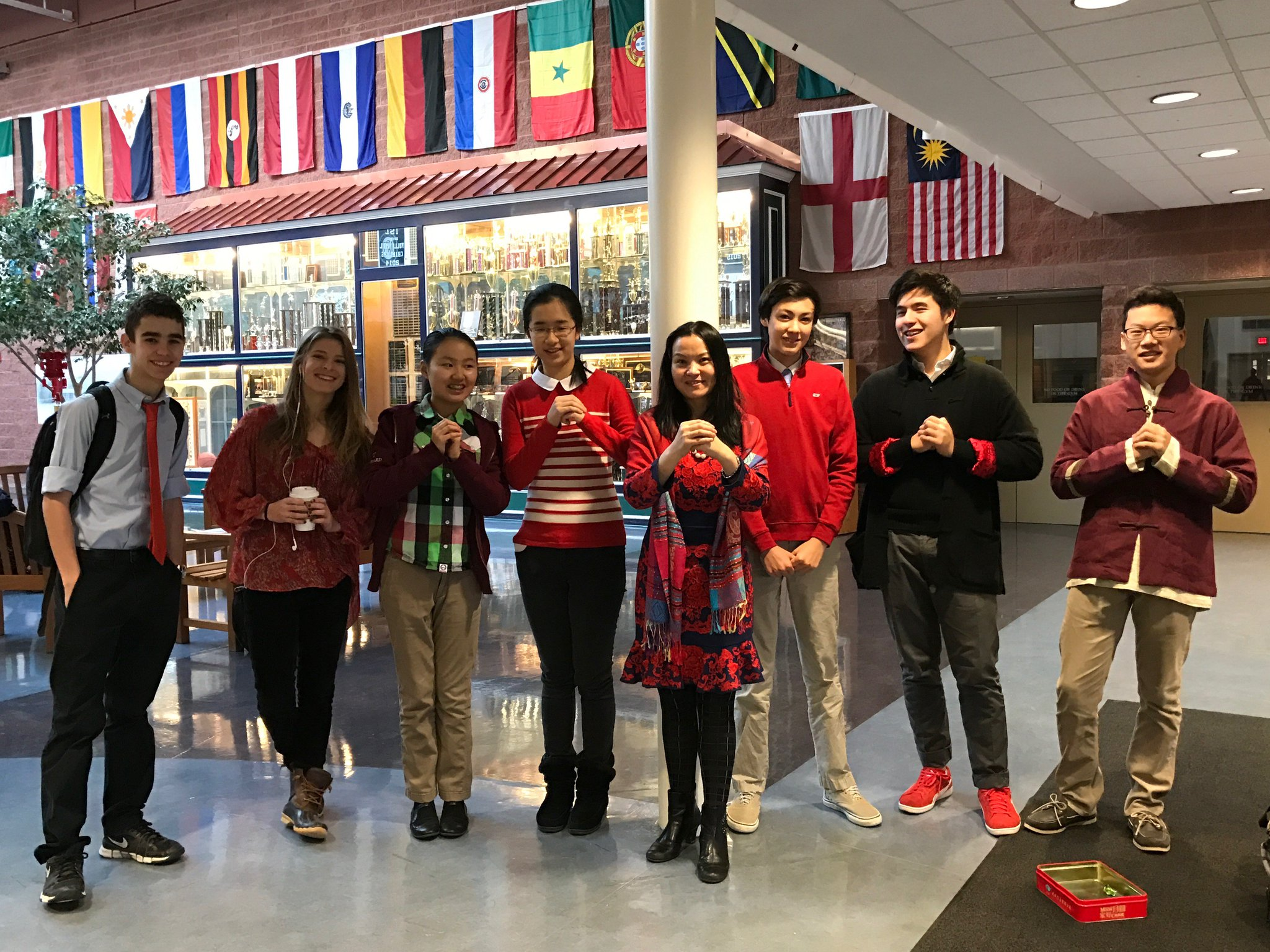 Chinese students gather to wish everyone Happy New Year. #myflinthill https://t.co/YS32vUOMXe