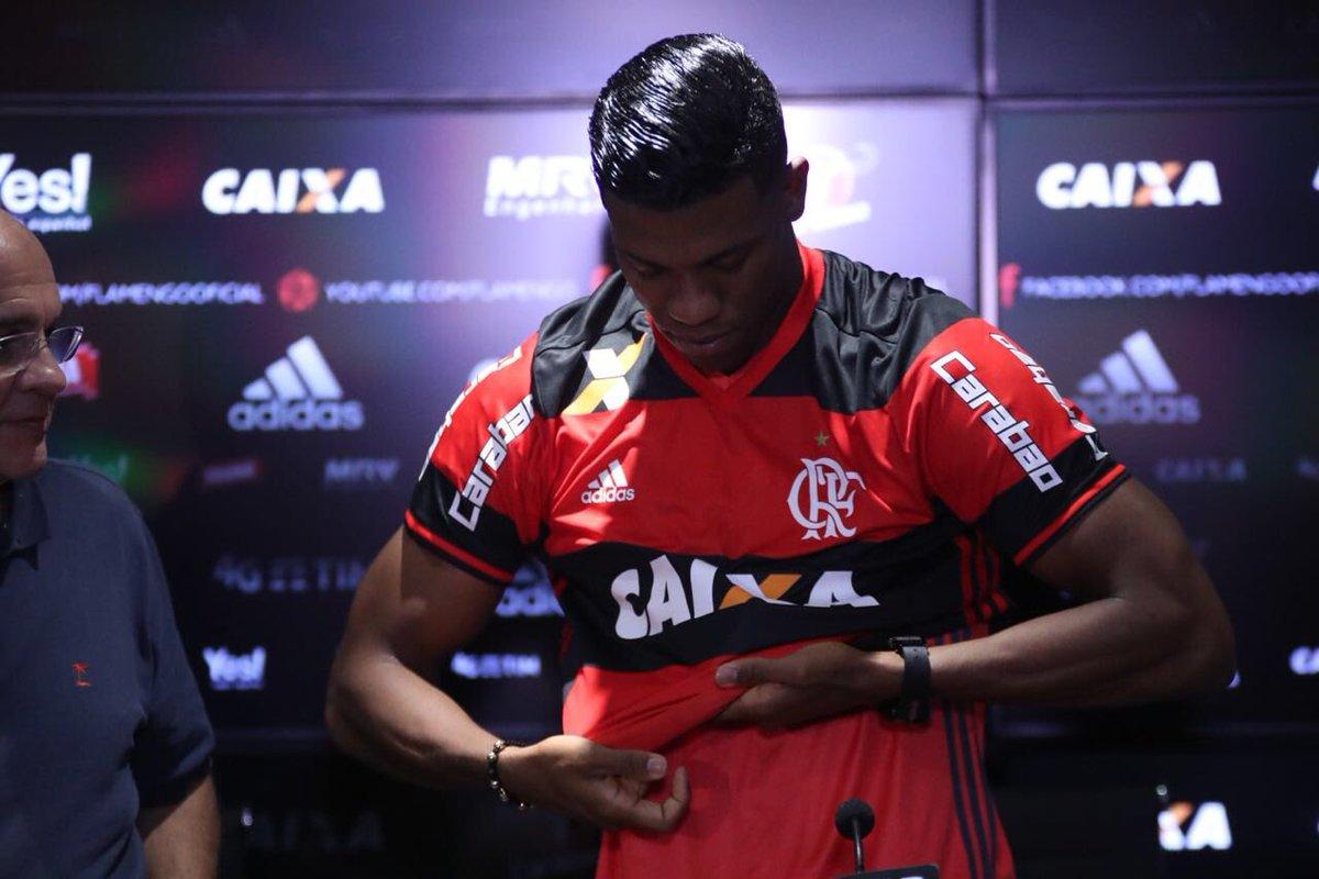 🇨🇴 Berrío foi apresentado oficialmente no CT e já escolheu o número que vestirá em seu Manto Sagrado! 2️⃣8️⃣🔴⚫  📷: @gilvandesouza9/Flamengo