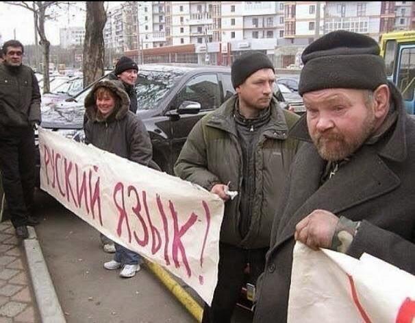 """Пропагандисты, снимая Захарченко, случайно """"засветили"""" российскую """"гуманитарку"""" - гранаты ВОГ-17М и ящики от 122-мм снарядов, - волонтер - Цензор.НЕТ 2817"""