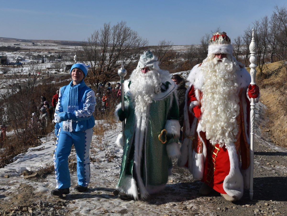 日曜日にウラジオストク郊外の公園にできたジェド・マロース(寒さおじいさん)の別宅の開所式があり、全ロ…
