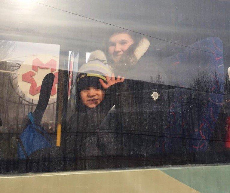 Из Авдеевки эвакуировано 200 человек, 95 из них - дети, - ГСЧС - Цензор.НЕТ 3204