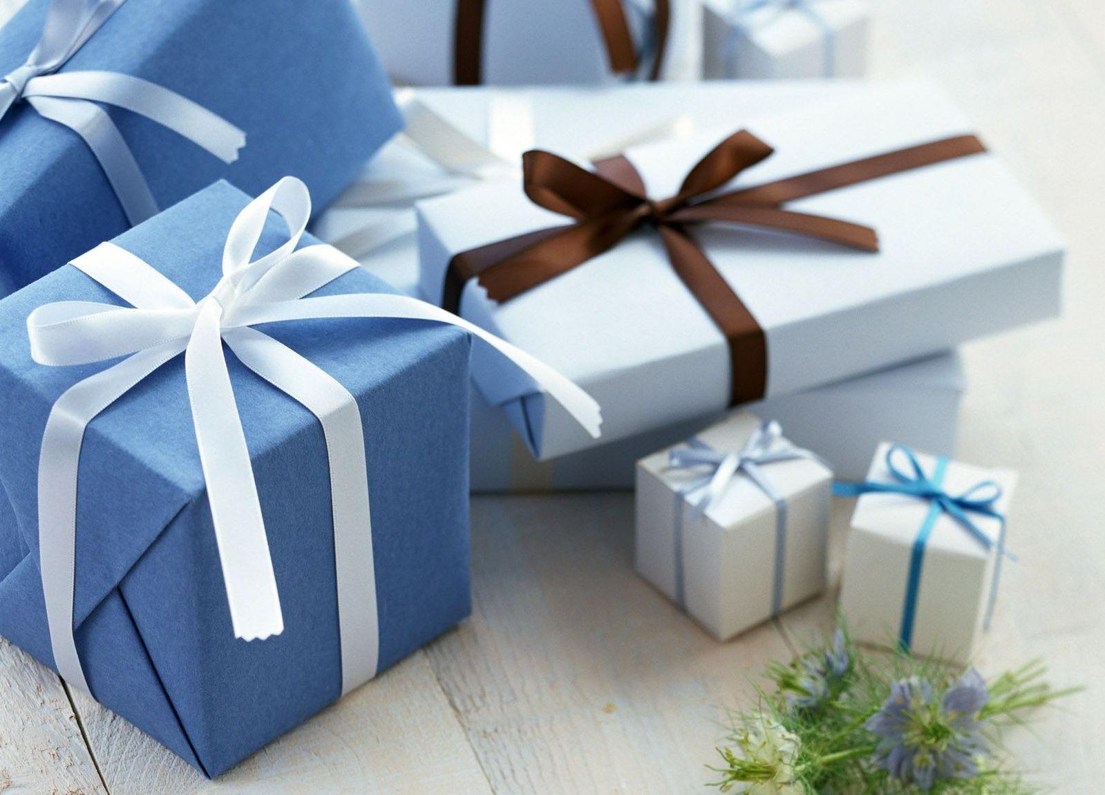 Открытки с подарочной коробкой, днем