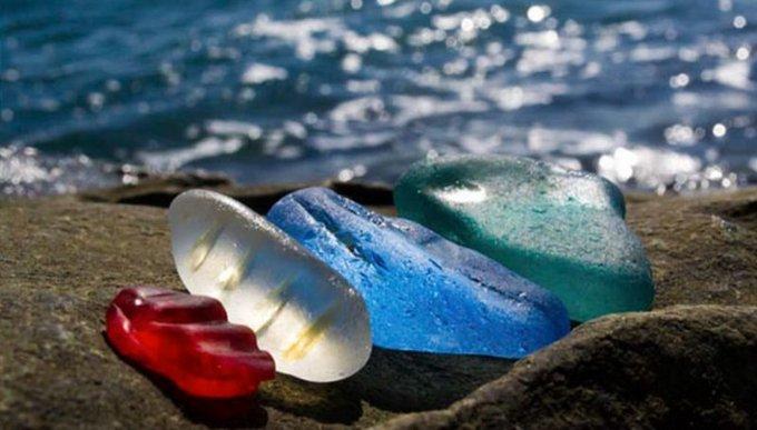 Piedras preciosas en la playa
