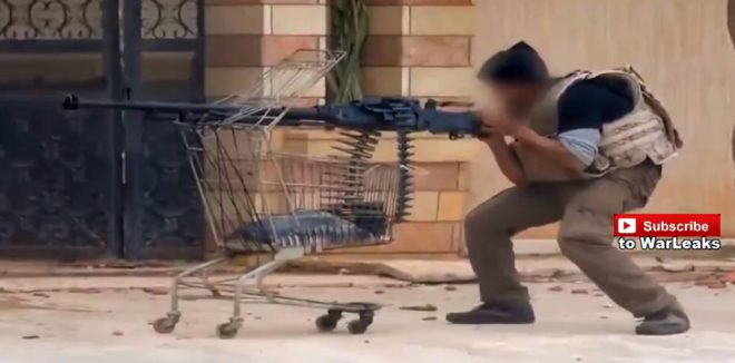 スーツ着て片手でAK撃つおじさん、ショッピングカートにDShK載せるおじさん、自由シリア軍の自家製「…