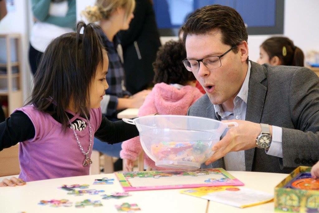 Und in der ersten Woche gleich zu Besuch im Kindergarten @ChairNoHorse...