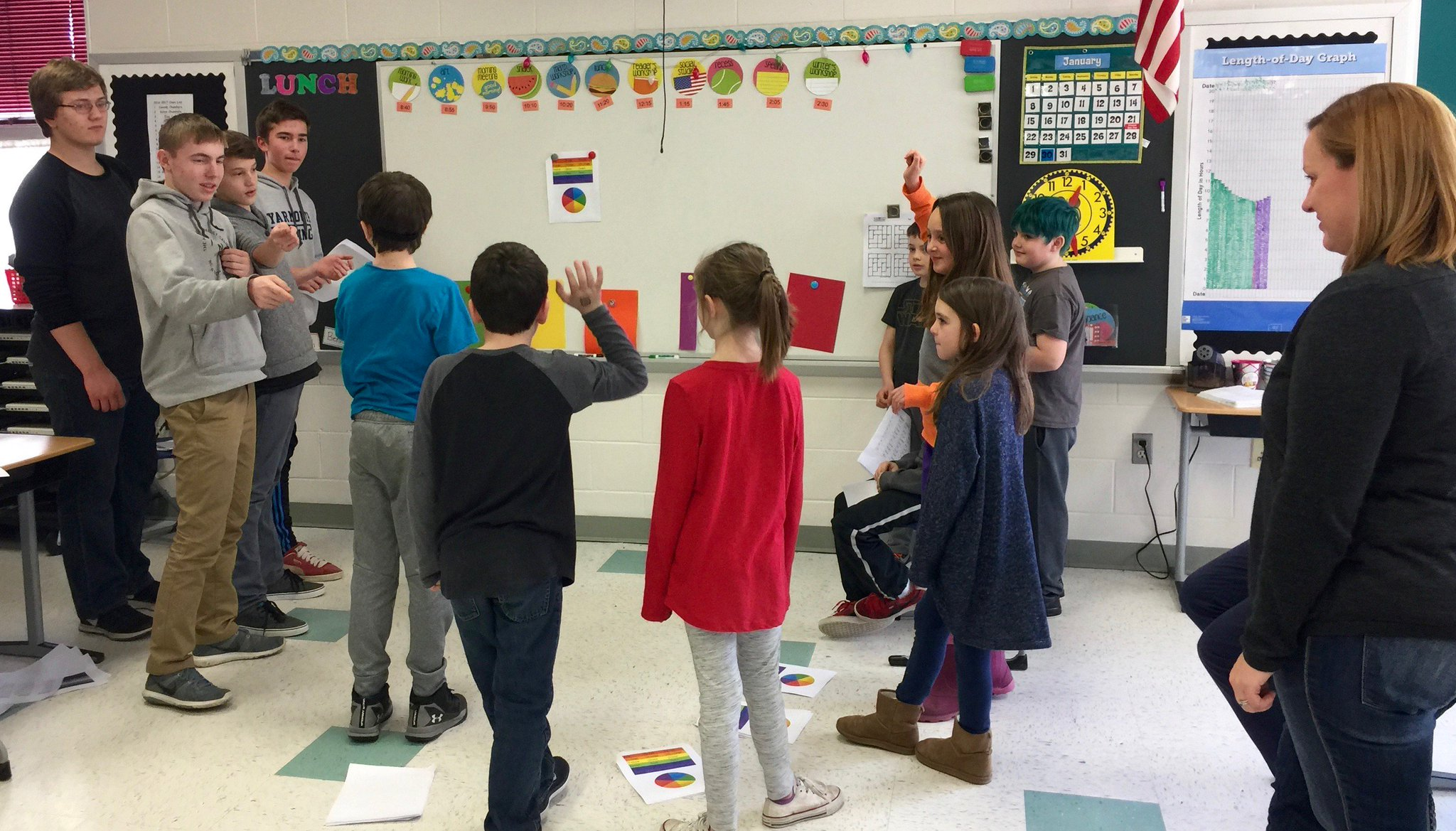 YHS French III students coincide with geography unit and teach French to YES Grade 3. #yhslearns #yeslearns Pics https://t.co/gKstjqZBcr https://t.co/Xb2i5lov3Z