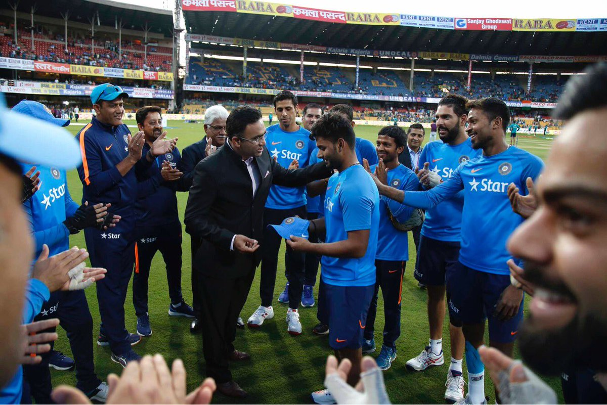 Proud moment for Rishabh Pant as he gets his TeamIndia Cap