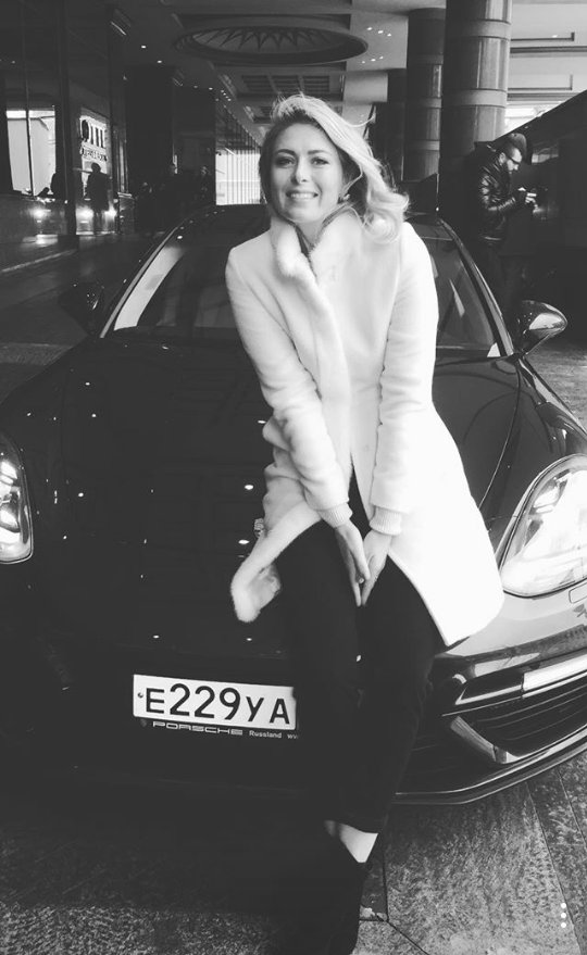 The sweetest @MariaSharapova and Porsche https://t.co/sXuHuRETwR