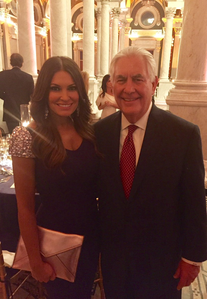 Congrats to a great American #RexTillerson as our new Secretary of State. Superb choice @POTUS! 🇺🇸