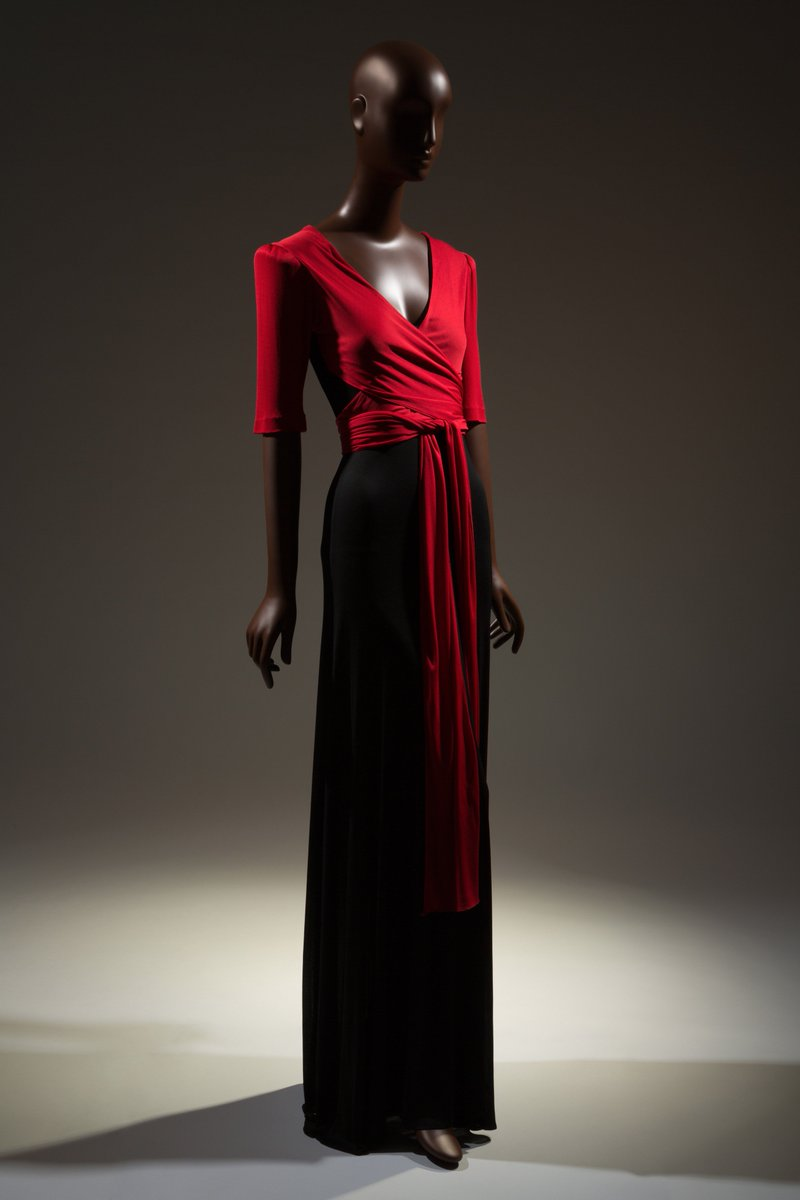It's officially #BlackHistoryMonth ! Explore the @MuseumatFIT's latest exhibition #BlackFashionDesigners:  http:// bit.ly/2jwnLCk     <br>http://pic.twitter.com/4MMVnwXyZn