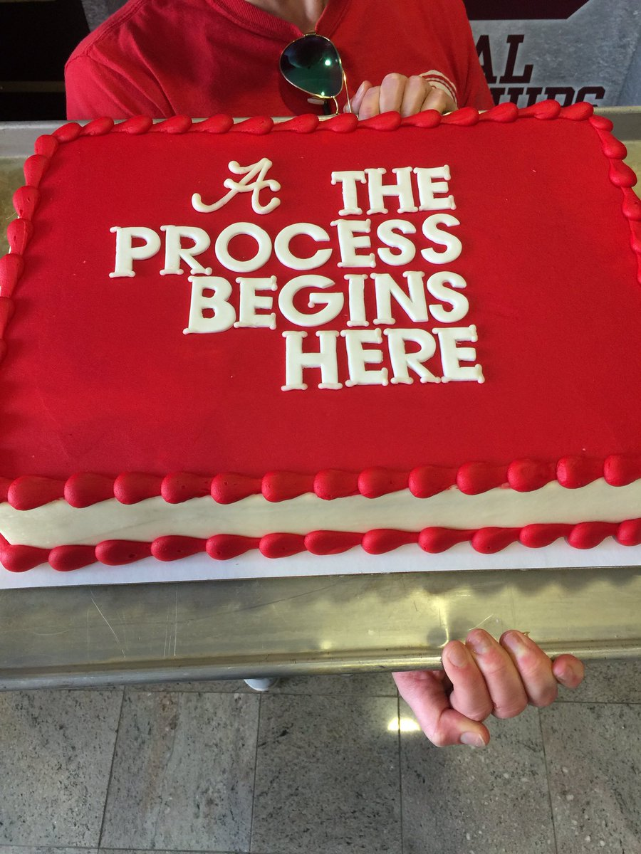 This cake was just delivered to the @AlabamaFTBL offices. #BamaNSD17 https://t.co/x08LUkAzgh