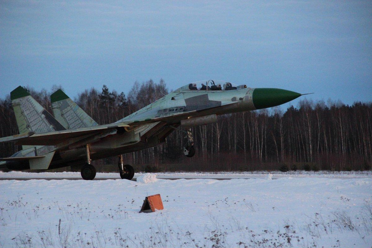الدفعه الاولى من مقاتلات SU-30K في الطريق الى انغولا C3mhDstWAAArz-4