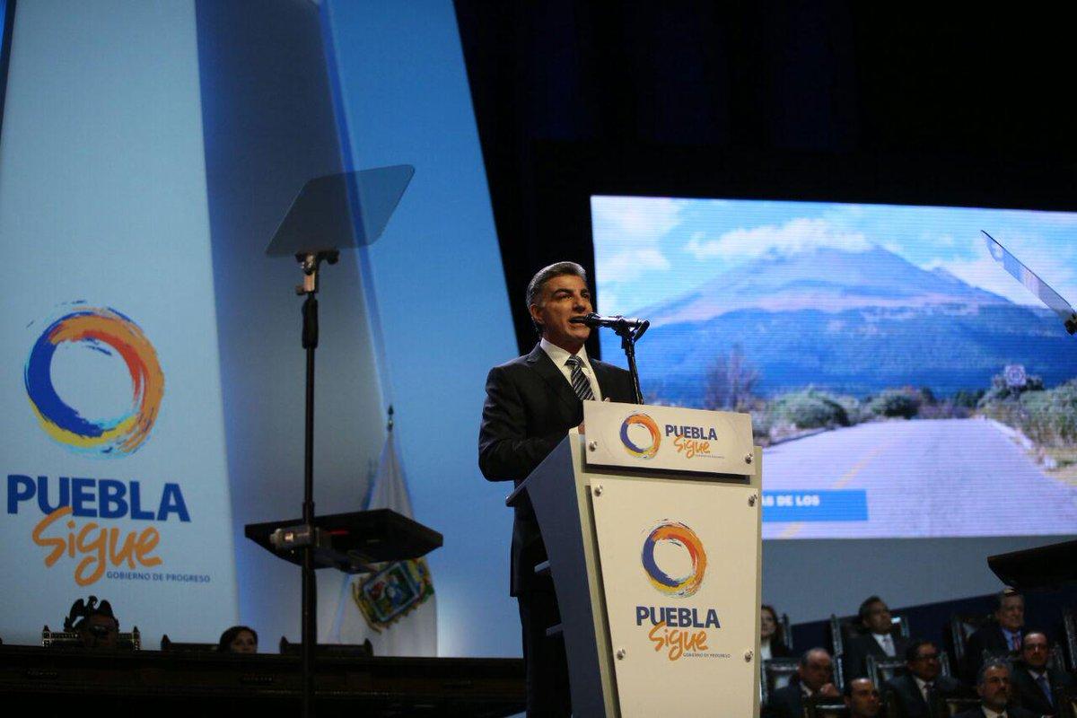 Tony Gali durante la toma de protesta como nuevo gobernador de Puebla