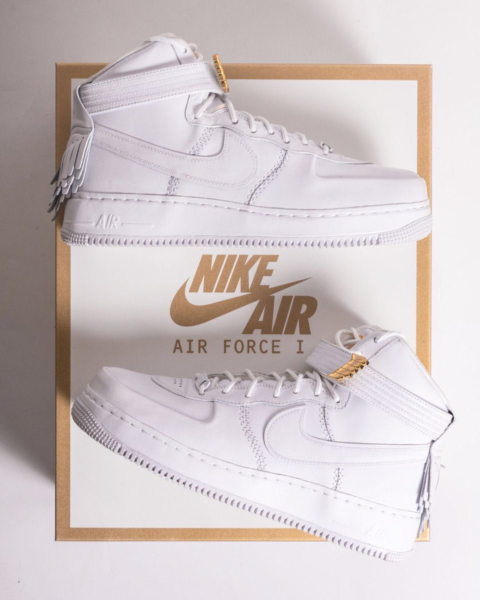 Friends and family first. Thank you @nikesportswear for the #AF1 Sport Lux. And no,