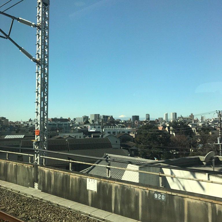 東京からでも富士山見える。  #ばり向こうに