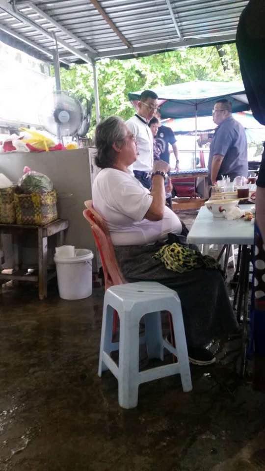 サモハンキンポー(洪金寶)がマレーシアの屋台に降臨!そういえば奥様は元ミス香港 Martial Law (TV series) star Sammo Hung in Malaysia enjoying street food https://t.co/Jp4yppgMDC