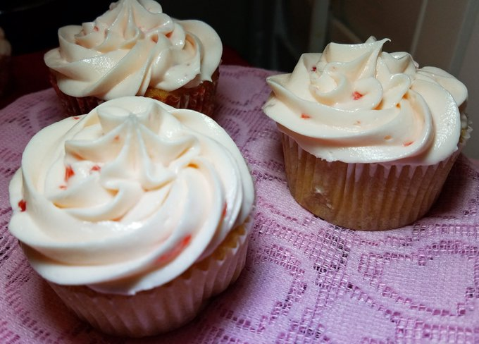 Cherry and Vanilla Cupcakes for Valentine's, a New Dangerous Cupcake Recipe