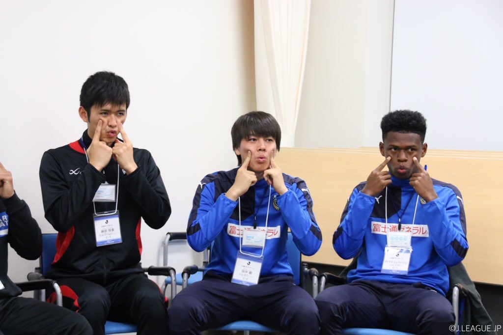 【#Jリーグ新人研修 🔰】 笑顔の練習………❓🤔💭