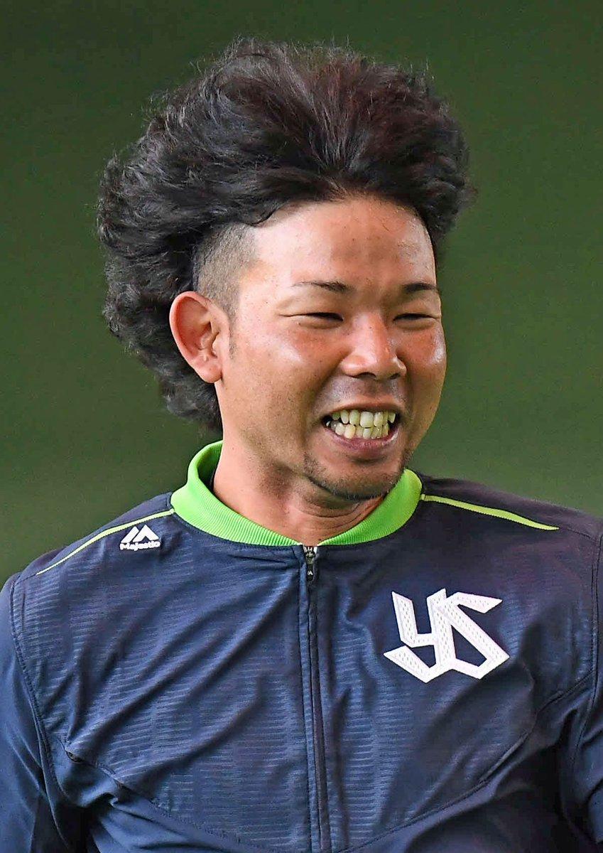 ダッシュしたヤクルト比屋根は風圧で髪の毛が逆立つ/2日キャンプ写真特集 nikkansports.c…