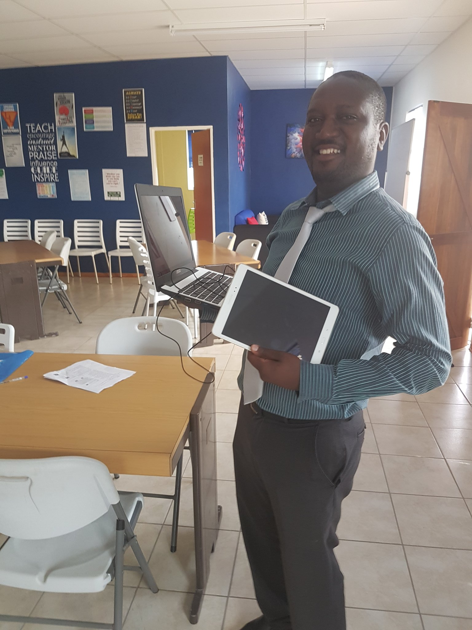 Look at all the tech!!!! #gapschools #ict4red @ZataNicholas https://t.co/o70Kpf0tsA