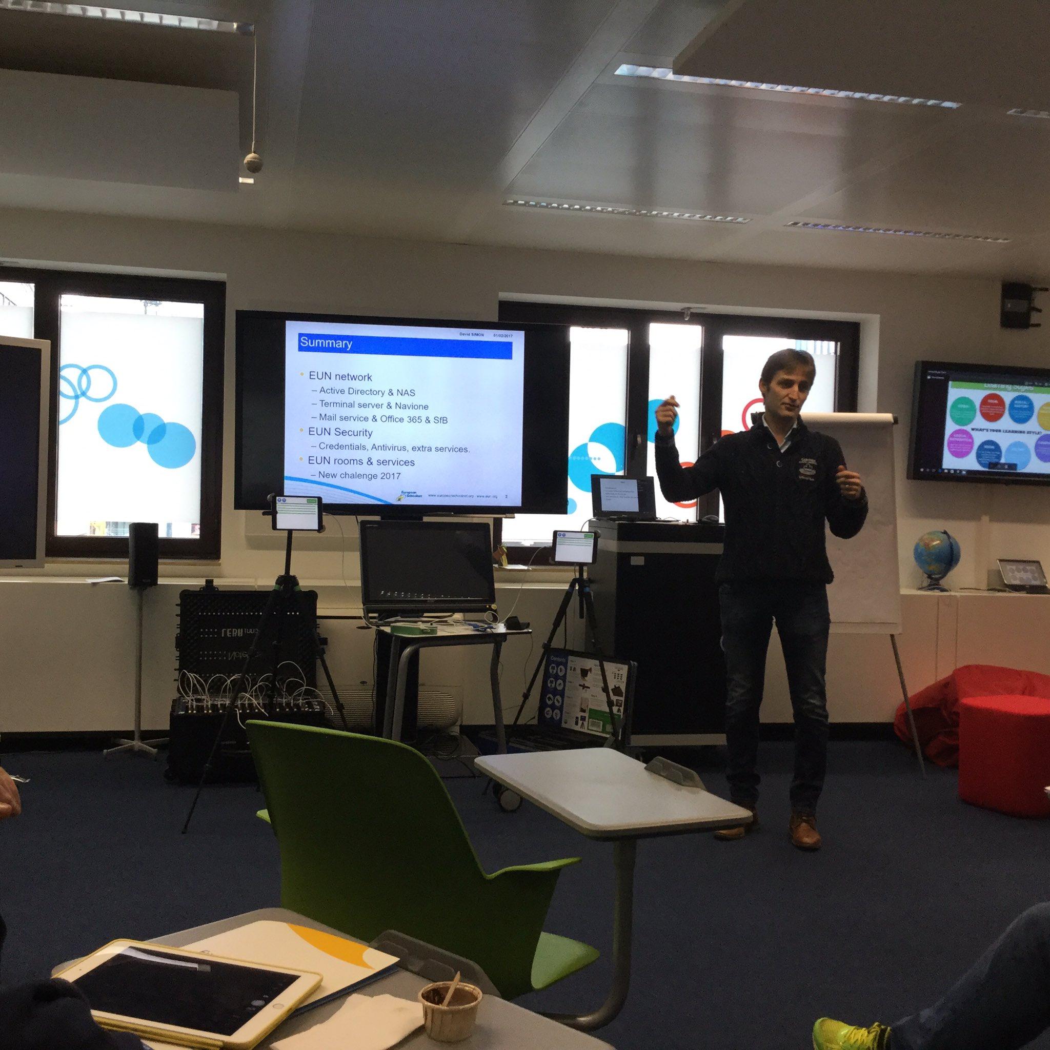 A lot of questions about the @eu_schoolnet network works #AllSTEMScientix https://t.co/q0omQHPk2l