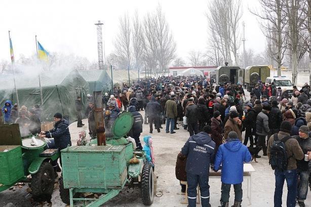 Террористы прицельно обстреляли пункты выдачи гуманитарной помощи в Авдеевке. Погиб один человек, один - ранен, - Жебривский - Цензор.НЕТ 4569