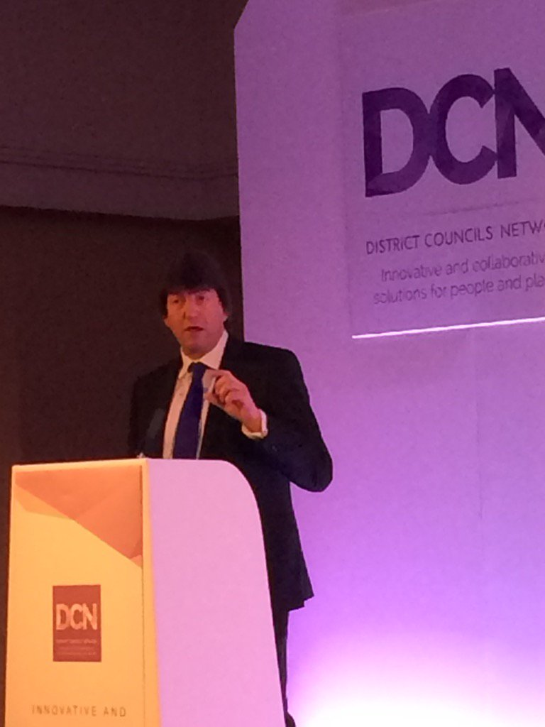"""Local govt is the best way to fix a fractured society"". Hear hear @garyporterlga #DCNconf17"