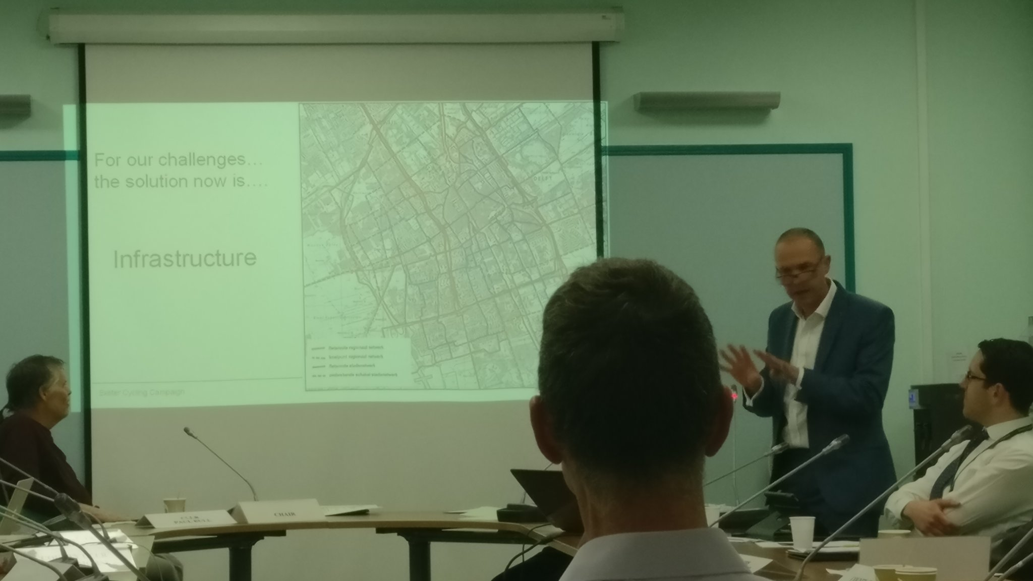 .@miketwalton telling it like it is @ExeterCouncil #ExeterBoard proposing affordable, actionable #cycling #solutions @ExeterCycling https://t.co/V8ucF1E5Ok