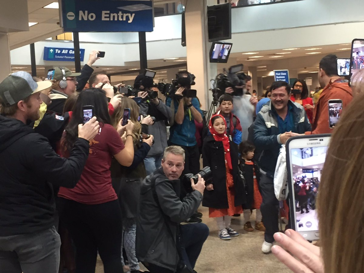 A great Utah moment as we welcome Utah's newest pioneers, a family of Pakistani #refugees. #utpol https://t.co/3HOvk61rB1