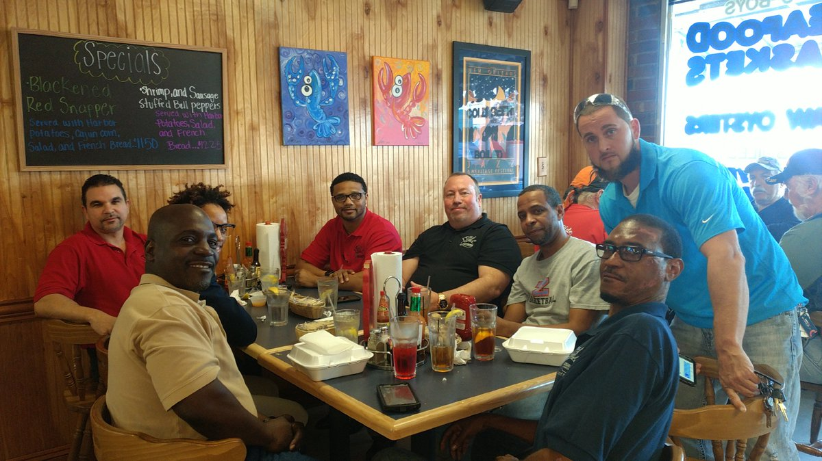 Had a great lunch with some of our top techs in New Orleans @assemblersinc